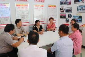 市人大常委会主任黄正富走访看望我镇全国人大代表与市人大代表